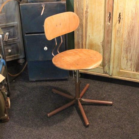 Židle otočná