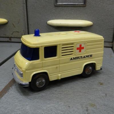 Plastové auto Ambulance