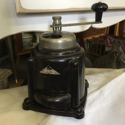 Bakelitový mlýnek na kávu