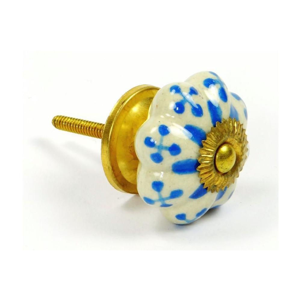 Porcelánová knopka - květina zdobená