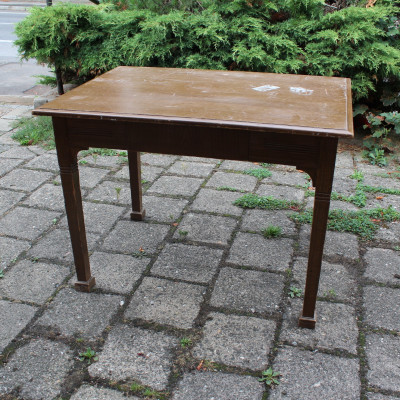 Stůl fládrovaný