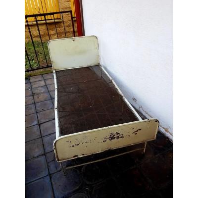Skládací kovová postel
